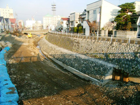 女鳥羽川河川改修工事